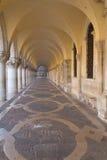 Säulengang und Wölbungen des Ducal Palastes (Venedig) Lizenzfreie Stockfotos