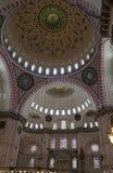 Suleymaniye清真寺的内部的片段有主要圆顶的,最大的清真寺在伊斯坦布尔 图库摄影