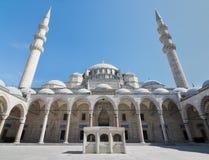 Suleymaniye清真寺、伊斯坦布尔第三小山的无背长椅皇家清真寺,土耳其和第二大清真寺位于 图库摄影