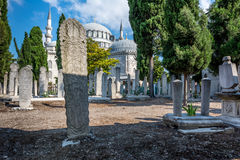 Suleymaniye清真寺公墓在伊斯坦布尔,土耳其 免版税库存照片