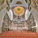 Suleymaniye清真寺内部在伊斯坦布尔 图库摄影
