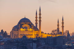 Suleymaniye清真寺在晚上,伊斯坦布尔 图库摄影