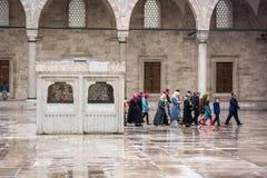 Suleymaniye清真寺的庭院在伊斯坦布尔 免版税库存图片