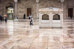 Suleymaniye清真寺的庭院在伊斯坦布尔 免版税图库摄影