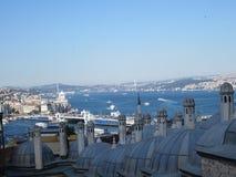 Suleymaniye清真寺的Bosfor视图 免版税库存图片