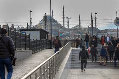 Suleymaniye Meczetowi ludzie w Eminonu Istanbuł obraz stock