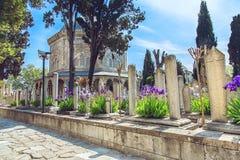 Suleymaniye moskékyrkogård med gravvalvet av sultan Suleyman Arkivfoto