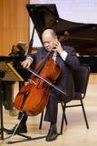 Suli famoso do violoncelista da universidade de xiamen que joga o violoncelo Imagem de Stock