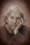 Sulking Portrait der drastischen älteren Frau Lizenzfreie Stockbilder