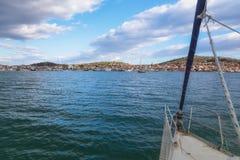 Sulla barca a vela, la Croazia Immagine Stock