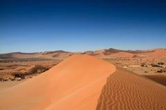 Sulla cima della duna di sabbia Fotografie Stock
