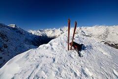 Sulla cima visitando dello sci Fotografia Stock