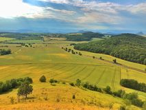 Sulla collina di Cicov in regioni montane della Boemia centrali, la repubblica Ceca Fotografia Stock Libera da Diritti