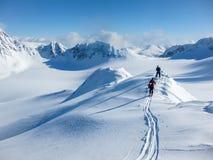 Sulla cresta della montagna di inverno Fotografia Stock Libera da Diritti