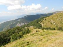 Sulla cresta di vecchia montagna Fotografia Stock