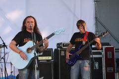 Sulla fase aperta del festival sono i musicisti in una banda rock, Darida Fotografia Stock