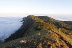 Sulla montagna vedi il cielo Fotografie Stock