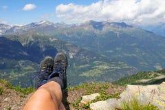Sulla parte superiore della montagna fotografia stock libera da diritti