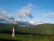 Sulla parte superiore della montagna Fotografia Stock