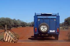 Sulla pista nel cespuglio australiano Fotografia Stock Libera da Diritti