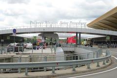 Sulla rampa della zona di partenza dell'aeroporto di Pulkovo Immagine Stock Libera da Diritti