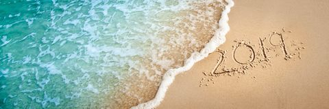 2019 sulla spiaggia fotografie stock
