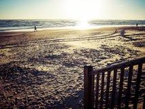 Sulla spiaggia al tramonto Fotografia Stock Libera da Diritti