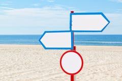 Sulla spiaggia, il segno per la comunicazione. Immagine Stock Libera da Diritti