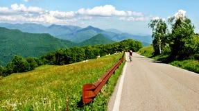 Sulla strada in alpi italiane Immagini Stock Libere da Diritti