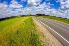 Sulla strada con le nuvole Immagine Stock Libera da Diritti