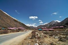 Sulla strada, Nyingchi, Tibet Fotografie Stock