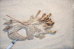 Sulle droghe di cuore dei popiepies della sabbia Immagini Stock