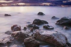 Sulle rocce fotografia stock