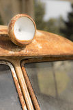 Sulle vecchie luci d'annata dell'automobile Fotografie Stock Libere da Diritti
