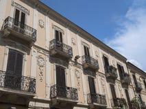 Sulmona Abruzzi, Italië, historische gebouwen royalty-vrije stock foto's