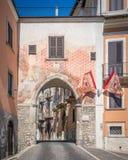 Sulmona in een de zomerochtend, de provincie van L ` Aquila, Abruzzo, centraal Italië stock afbeelding