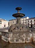 Sulmona - Fontanone en la plaza Garibaldi imagenes de archivo