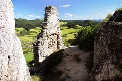 sulov村庄看法从sulov城堡废墟的  免版税图库摄影