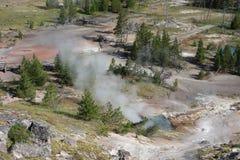 Sulpher e vapore che scoppiano dagli stagni termici a yellowstone Fotografia Stock Libera da Diritti