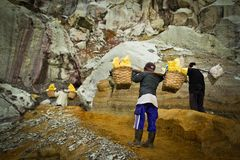 Sulpher miners of Ijen volcano, Ijen, Indonesia Royalty Free Stock Photos