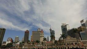 Sultan Abdul Samad Building i Kuala Lumpur från den Merdeka fyrkanten i den Malaysia Tid schackningsperioden lager videofilmer