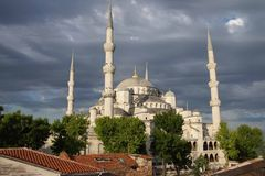 Sultan Ahmet Camii ( Blue Mosque ) glows in early evening light Royalty Free Stock Photography