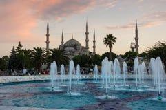 Sultan Ahmet Mosque sur le coucher du soleil Images libres de droits