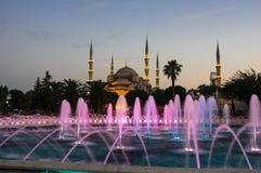 Sultan Ahmet Mosque sur le coucher du soleil Images stock
