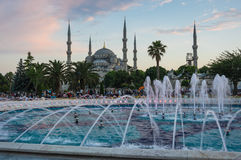 Sultan Ahmet Mosque sur le coucher du soleil Photo stock