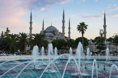 Sultan Ahmet Mosque sur le coucher du soleil Photographie stock libre de droits