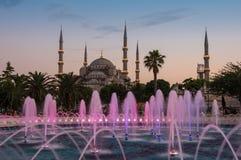Sultan Ahmet Mosque sur le coucher du soleil Image stock
