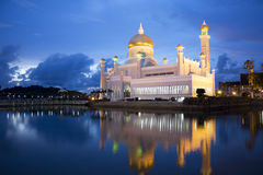 Sultan Omar Ali Saifuddien Mosque, Brunei. Night image of Sultan Omar Ali Saifuddien Mosque, Bandar Seri Begawan, Brunei stock photo