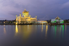 Sultan Omar Ali Saifuddien Mosque in Brunei stock foto's