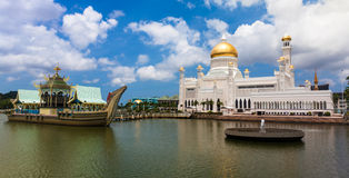 Sultan Omar Ali Saifuddin Mosque in Brunei. Sultan Omar Ali Saifuddin Mosque  in Bandar Seri Begawan - Brunei Stock Images